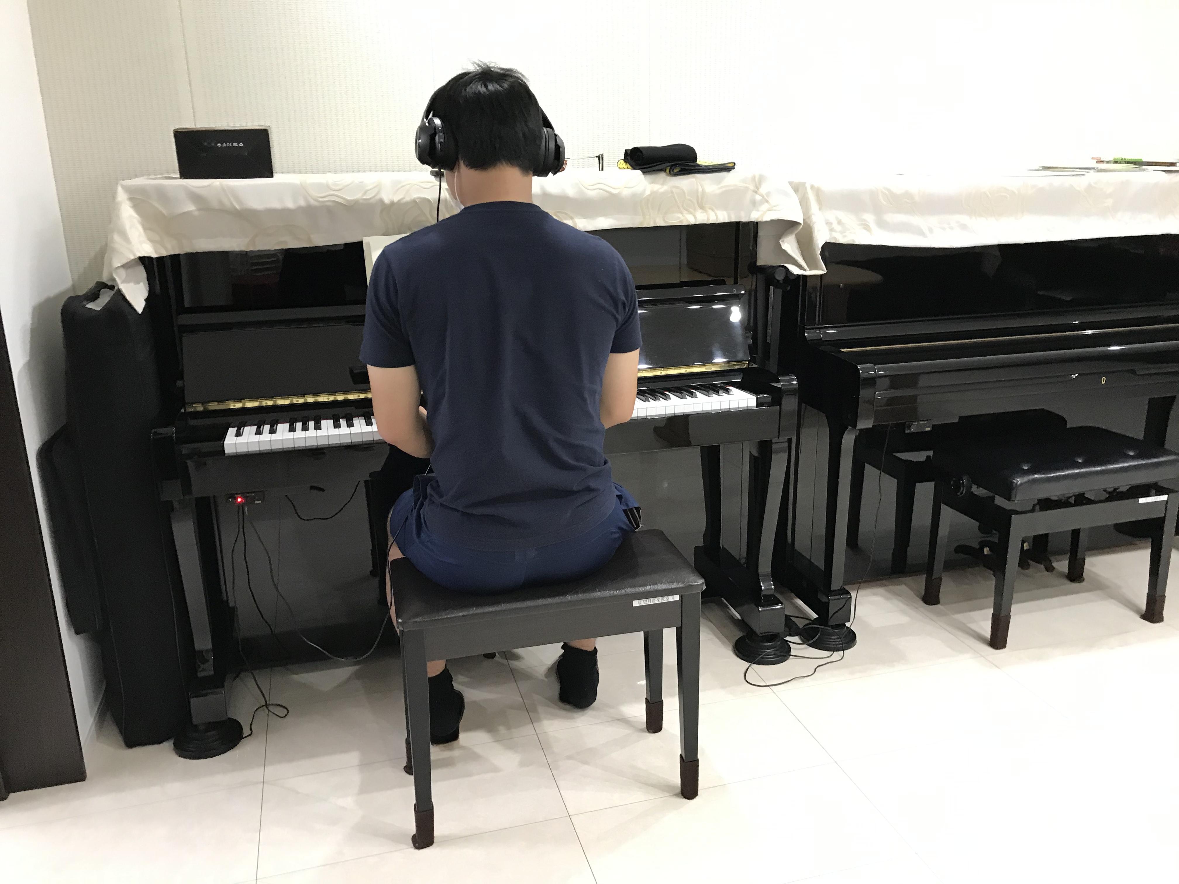 ピアノ練習風景